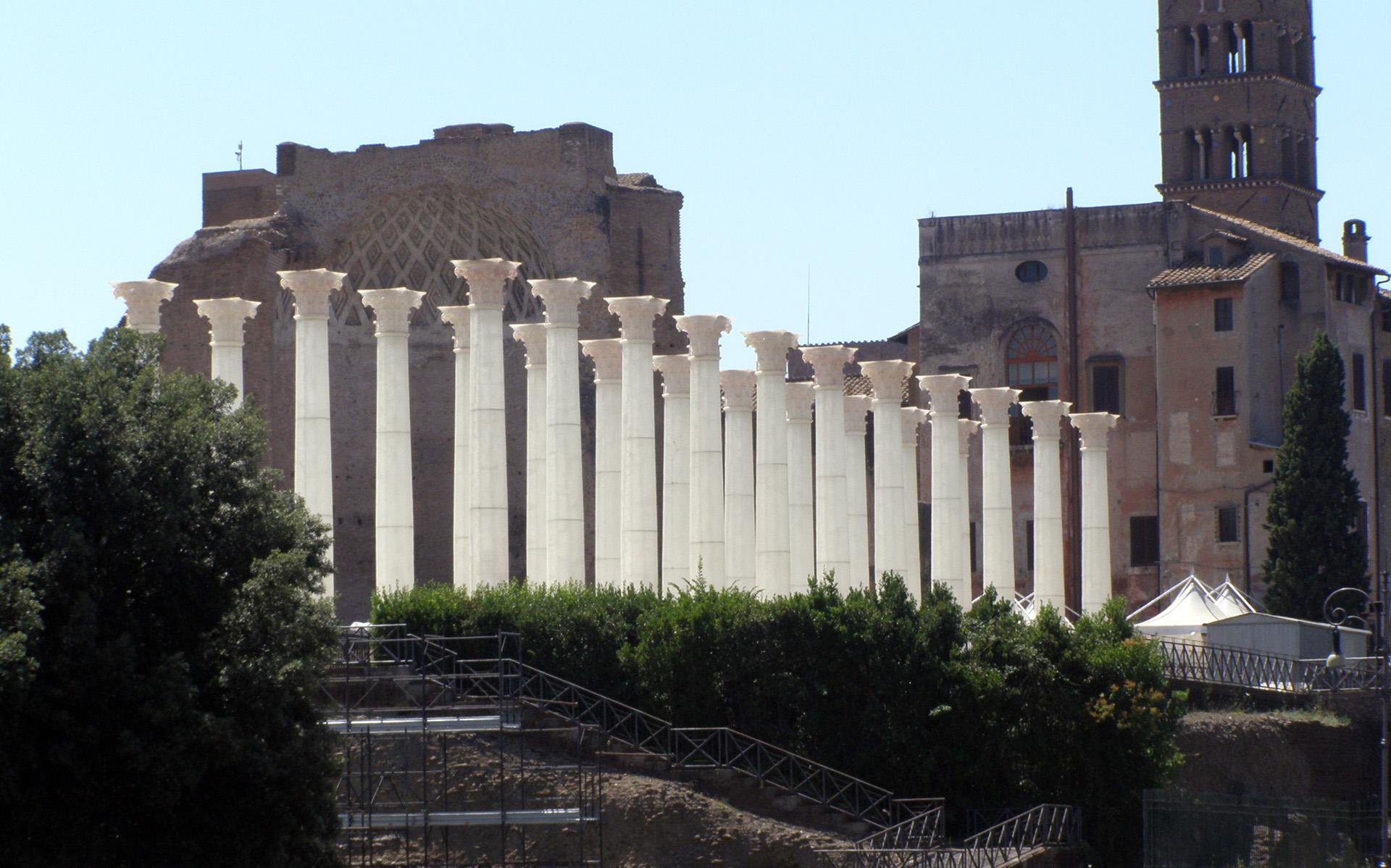 Valentino Columns and Venus Statue